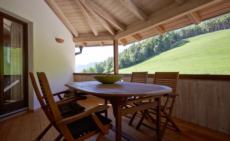 Entspannte Tage auf der Panorama-Terrasse im Chalet Grumer