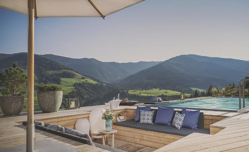 senhoog-bergwaertsgeist-pool-lounge