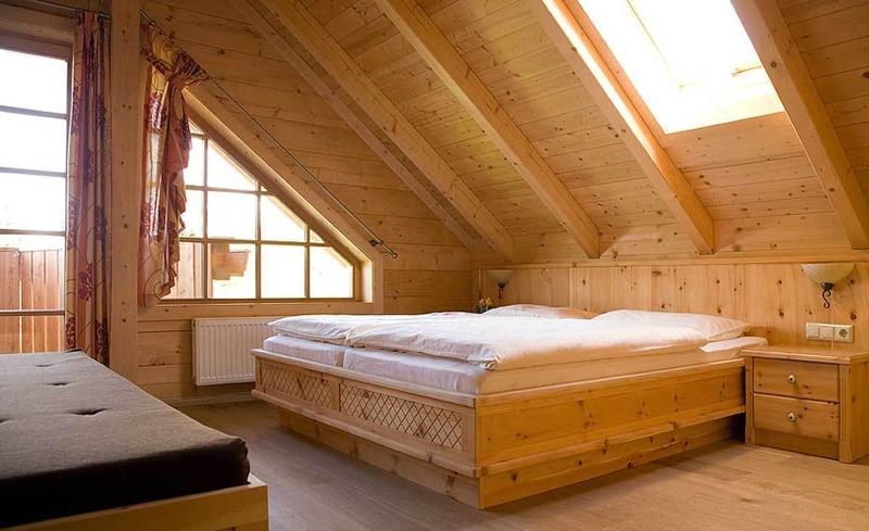 Romantisches Zirbenzimmer für ruhige Momente in der Steiermark