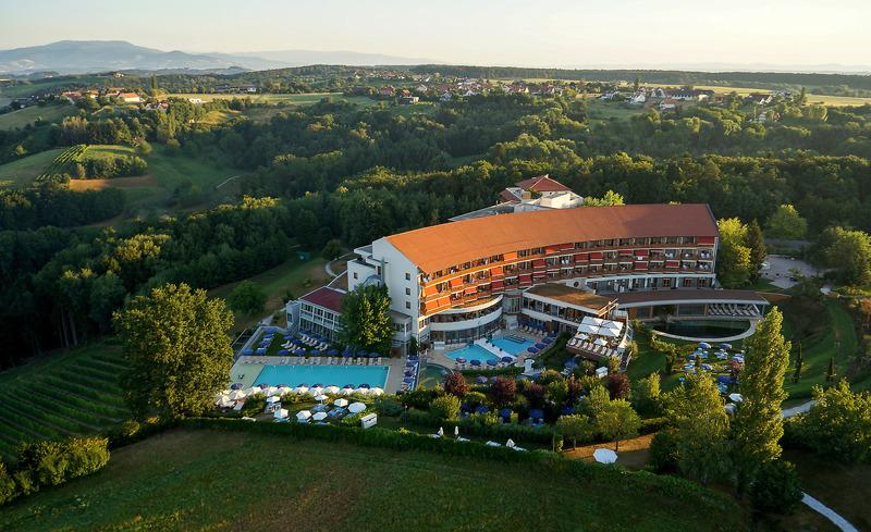 Hotel Der Steirerhof in der Vogelperspektive- © Hotel & Spa Der Steirerhof Bad Waltersdorf