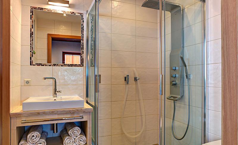 Die voll ausgetatteten Badezimmer des CHALET4YOU lassen keine Wünsche offen