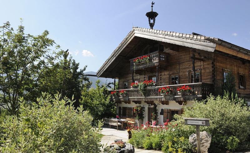 Erkunde den Obstgarten im Bergdorf- Sommerurlaub auf der Alm