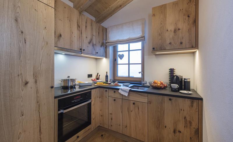 Aadla Walser Chalets am Arlberg - Bereiten Sie Ihre Mahlzeiten in einer modernen, voll ausgestatteten Küche