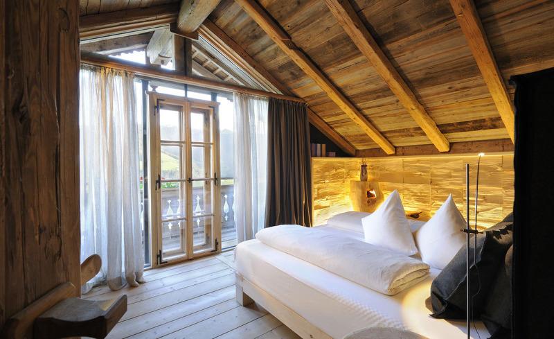 Der traumhafte Schlafbereich im Luxus Chalet in Leogang lässt keine Wünsche offen