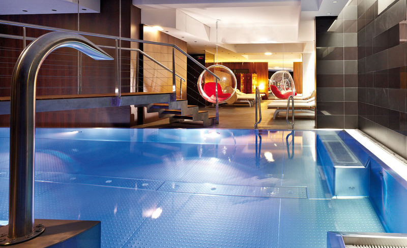 Innenpool im Alpen-Karawanserai Time Design Hotel