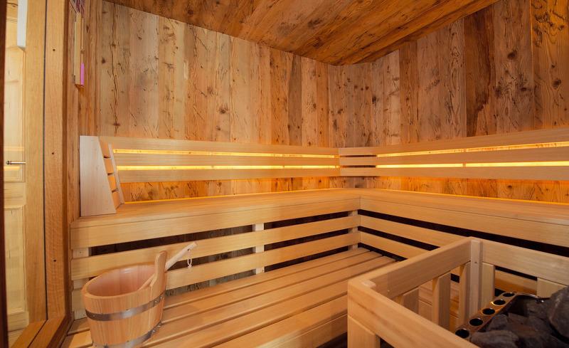 Luxuriöser Wellnessbereich direkt im Chalet in der Wallegg-Lodge in Salzburg