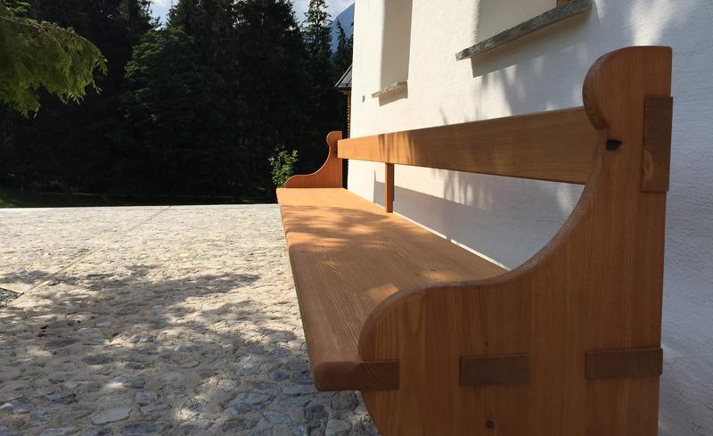 Auch im Außenbereich des Alpen Chalets finden sich einladende Plätze zum Verweilen- Käth und Nanei in Annaberg, Salzburg