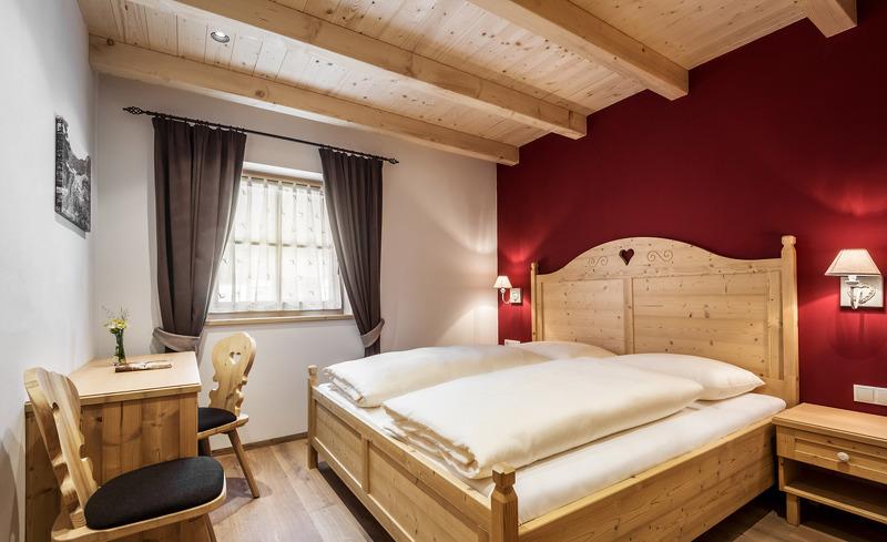 Modern und stilvoll eingerichtete Schlafzimmer