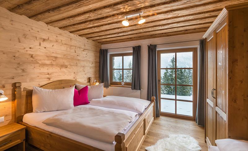 Schlafzimmer mit Panormaausblick auf die Skipiste - Skiurlaub Steiermark