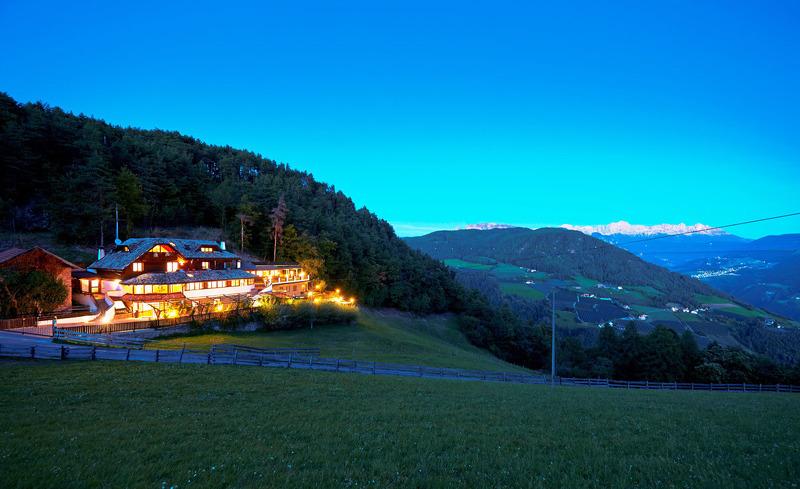 Abenddämmerung im Chalet Grumer in Oberbozen im Südtirol