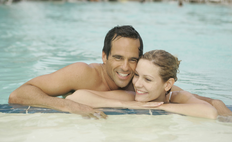 Paar im Wasser- © Hotel & Spa Der Steirerhof Bad Waltersdorf