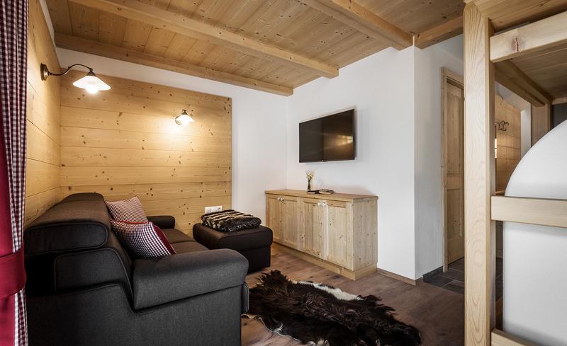 Die luxuriösen Chalets sind mit TV und W-LAN ausgestattet- moderner Hüttenurlaub