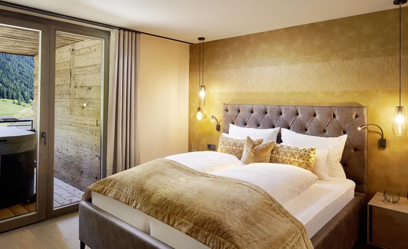 Die modernen und edlen ausgestatteten Schlafzimmer laden zum Entspannen ein