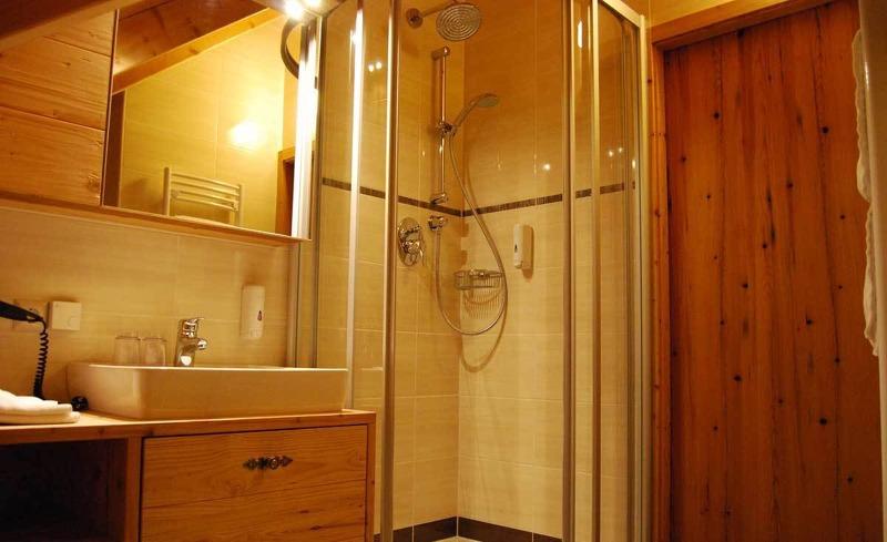 Edles Badezimmer in den Zimmern des Hotels Edelweiss