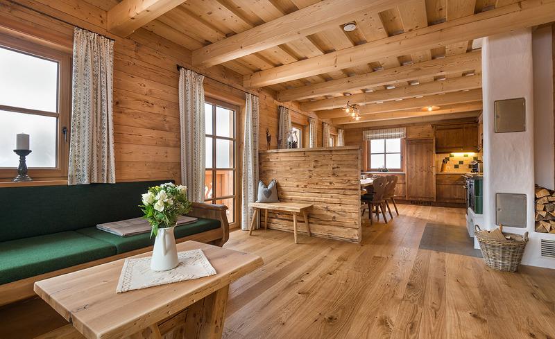 Wohnzimmer und Küche - Chalets Prenner Alm Haus im Ennstal