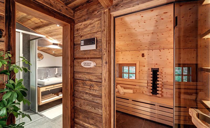Großzügiger Saunabereich für entspannte Momente im Luxus Chalet am Hochkönig