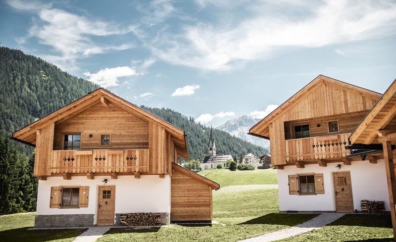 Sommerurlaub in den Bergen- die Pradel Dolomites bieten Chaletunterkünfte für die ganze Familie
