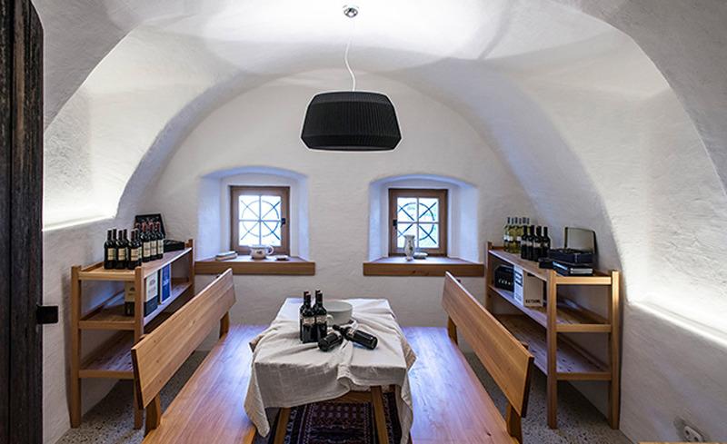 Die Rauchkuchel- Eine Vorratskammer im Käth und Nanei Alpen Chalet gefüllt mit Produkten aus der Region