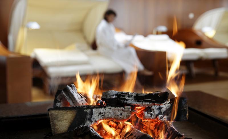 Entspannen im Kaminzimmer- © Hotel & Spa Der Steirerhof Bad Waltersdorf