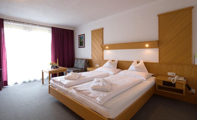 Die gemütlichen Zimmer und Suiten sorgen für erholsamen Nächte- Wohlfühlurlaub im Achentalerhof