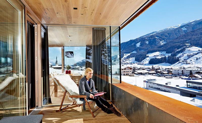 Erholung pur auf der privaten Terrasse des Luxus-Chalets Smaragd in Salzburg