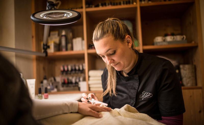 Genießen Sie Wellness- und Kosmetikbehandlungen direkt in Ihrem privaten Chalet- Luxusurlaub Südtirol