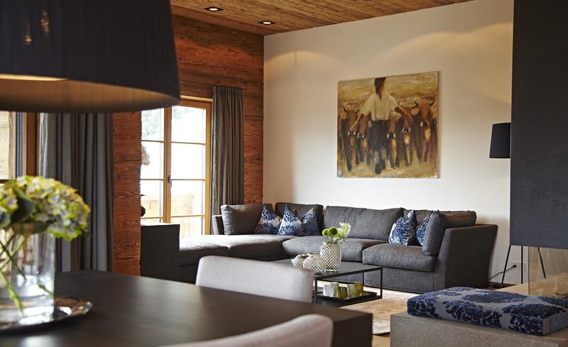 Der extragroße Wohnraum bietet ausreichend Platz für Gruppenreisende