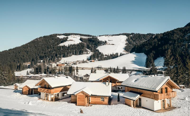 Das einzigartige Almdorf Pradel Dolomites im Winter