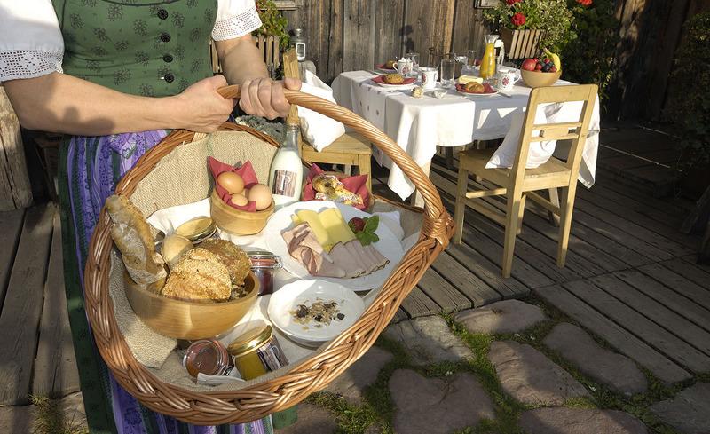 Genießen Sie das liebevoll zubereitete regionale Frühstück im Chalet Priesteregg in Salzburg