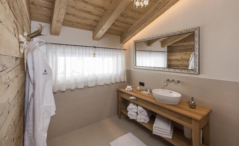 Die Badezimmer in den Aadla Walser Chalets verfügen über eine hochwertige Ausstattung