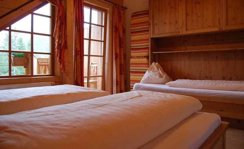 Zimmeraussicht auf die steirische Bergwelt