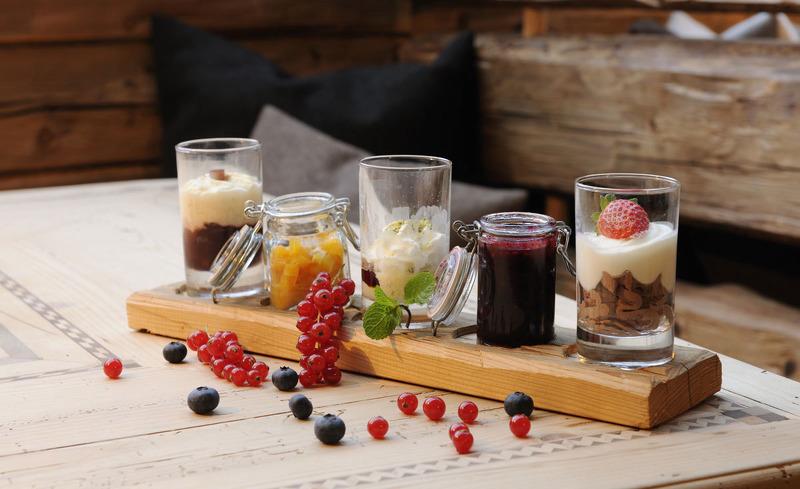 Lassen Sie sich Ihre Mahlzeiten direkt in das private Chalet servieren- Genussurlaub im Salzburger Land