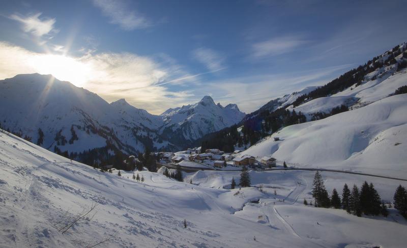 Die Aadla Walser Chalets befinden sich an der Talabfahrt des Skigebiets Arlberg