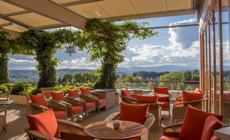 Bar mit Terasse im Hotel der Steirerhof- © Hotel & Spa Der Steirerhof Bad Waltersdorf