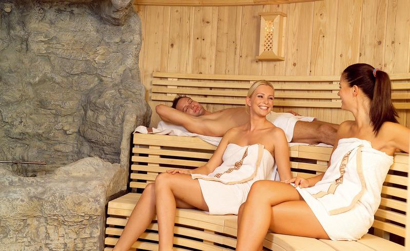 Relaxen Sie in einer der zahlreichen Saunen des Wellnessbereichs- Hotel Almesberger in Aigen-Schlägl
