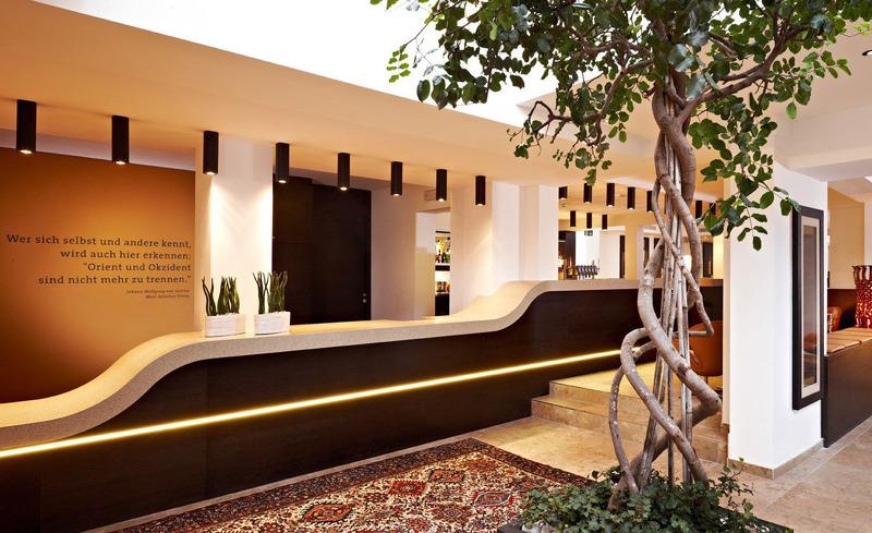 Lobby und Rezeption im Alpen-Karawanserai Time Desigtn Hotel