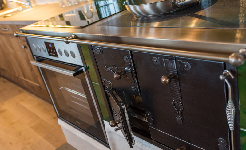 Oma-Ofen in der Küche der Chalets - Hüttenurlaub Steiermark