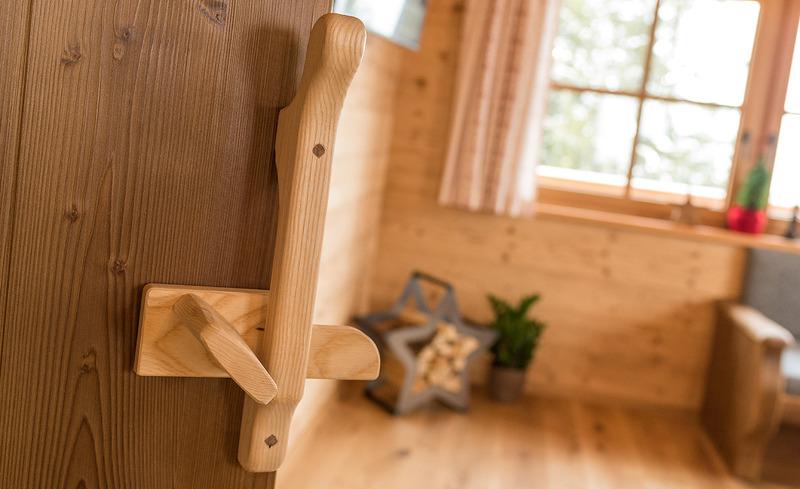Türgriffe & Scharniere aus Holz - Unikate in den Alm-Hütten Prenner Alm