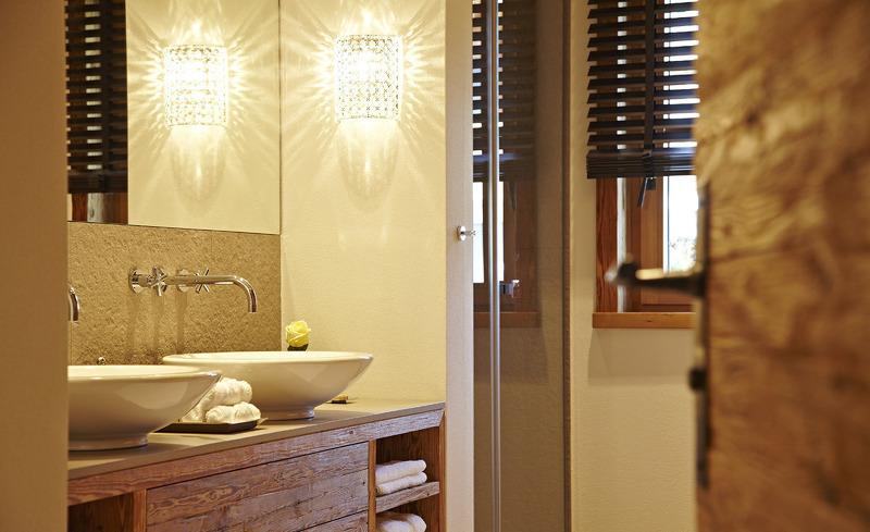 Modernes Badezimmer im Chalet-Design- Ofterschwang, Allgäu