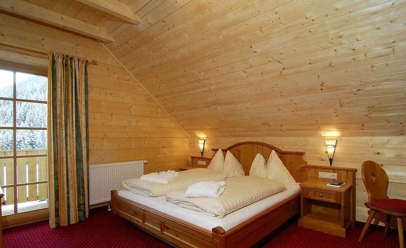 Das Gänseblümchen Zimmer im Almhotel Edelweiss in Pichl