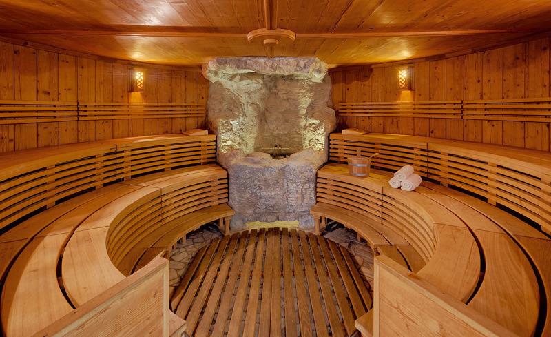 Wählen Sie aus den verschiedenen Saunen des Wellnessbereichs im Hotel Almesberger