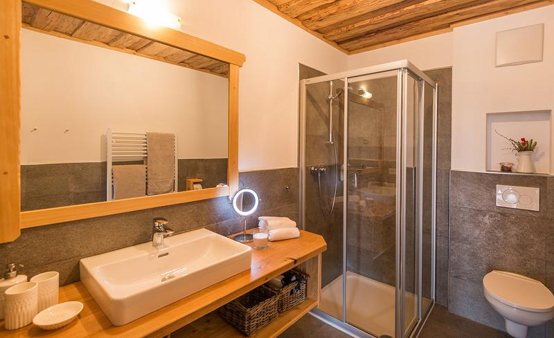 Luxus-Badezimmer mit Dusche & WC - Prenner Alm Steiermark