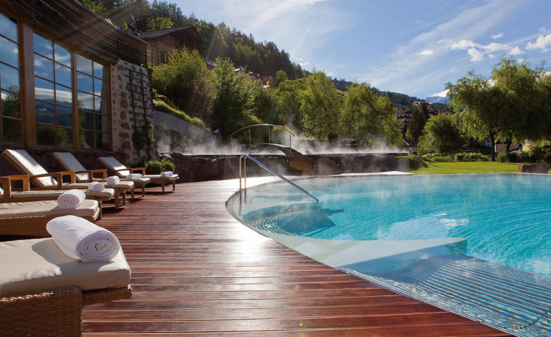 Outdoor-Poll des ADLER Balance Spa & Health Resort in Italien