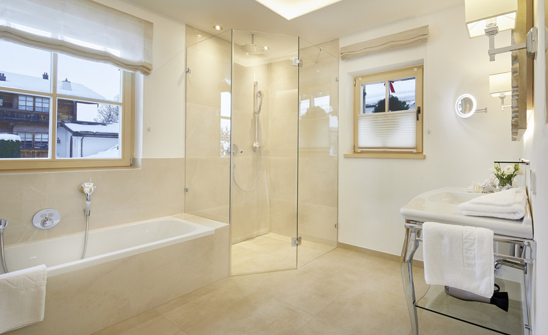 Hochwertigste Materialien im Badezimmer im Luxus-Chalet in Kitzbühel