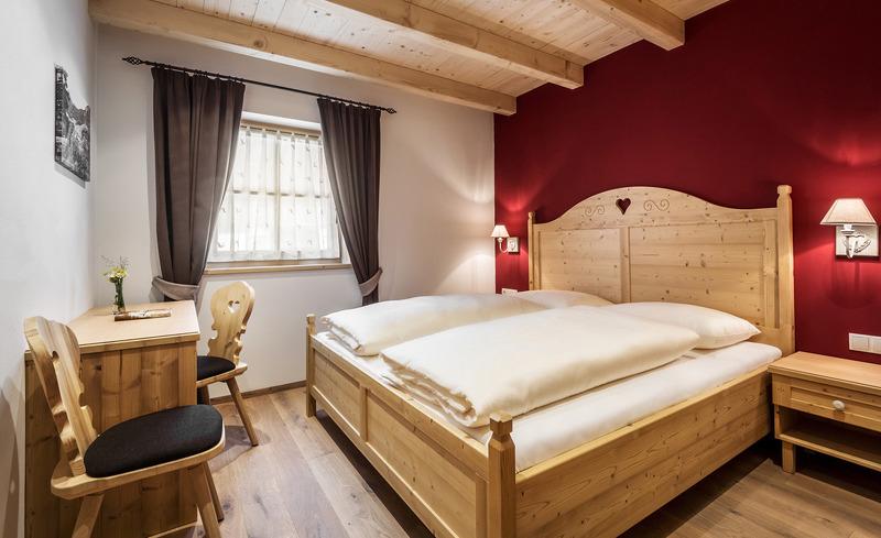 Romantisches Ambiente im Schlafbereich des Chalets- Dolomiten, Südtirol