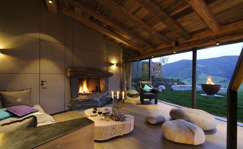 Die Panoramafenster im Wohnbereich ermöglichen einen atemberaubenden Ausblick- Hüttenurlaub der Extraklasse