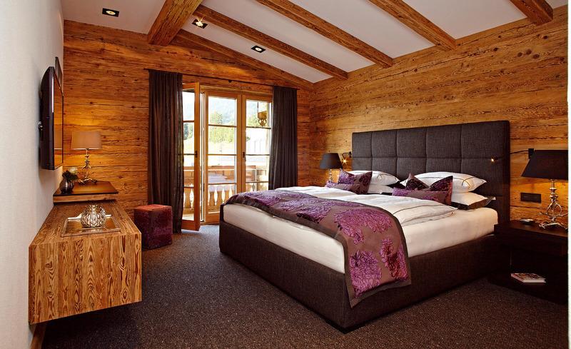 Chalet F- Stilvoll gestaltete Schlafzimmer im Chalet Design