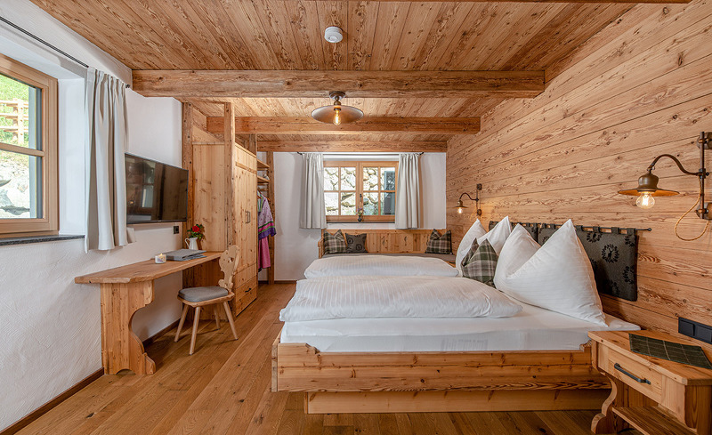 schlafzimmer-almchalet-linharterhof