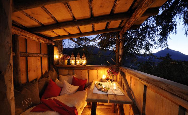 Verbringen Sie die Abendstunden auf der kuscheligen Terrasse- Romantikurlaub in den Bergen