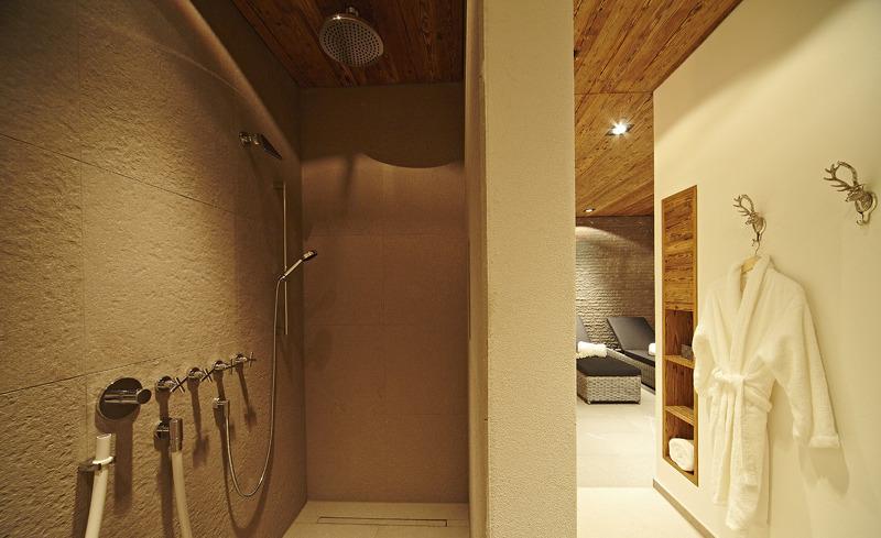 Duschbäder mit Regenduschen- Luxus im Chalet F